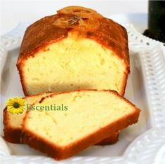 Lemon Pound Cake with Wild Blueberry Sauce __________________________ Tish Boyle Sweet Dreams Food Cakes, Cupcake Cakes, Mexican Food Recipes, Dessert Recipes, Rich Cake, Blueberry Sauce, Flavored Oils, Pound Cake Recipes, Gastronomia