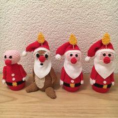 Ravelry: 4 julelys som nisser pattern by Susanne Tagge Crochet Santa, Christmas Crochet Patterns, Christmas Knitting, Diy Crochet, Crochet Dolls, 1st Christmas, Diy Christmas Ornaments, All Things Christmas, Christmas Stockings
