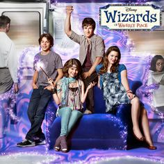 In Wizards of Waverly Place Selena Gomez plays Alex Russo Stars Disney Channel, Old Disney Channel Shows, Old Disney Shows, Disney Channel Movies, Disney Stars, Disney Movies, Icarly, Live Action, Canal Disney