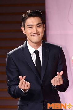hammy side of him that we've seen in his last 2 roles in k-dramaland, I find the serious Super Junior, Choi Siwon, Leeteuk, Heechul, Korean Boy Bands, South Korean Boy Band, Kpop, Seoul, Asian Men Hairstyle