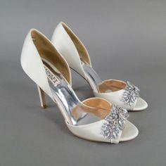 Badgley Mischka Wedding Ivory Pumps $183