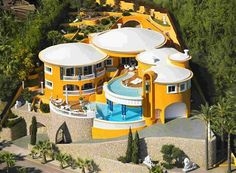 hate the yellow, but love the house!