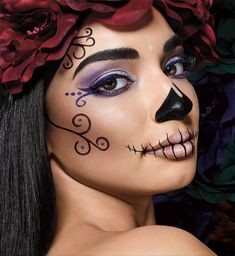 Browse halloween makeup looks and tutorials by Maybelline. Turn heads with our halloween lip, face & eye makeup ideas, from cat makeup to zombie makeup. Easy Halloween Makeup, Halloween Makeup Sugar Skull, Halloween Makeup Looks, Costume Halloween, Sugar Skull Makeup Easy, Halloween Customs, Scary Halloween, Sugar Skull Costume Diy, Sugar Skull Make Up