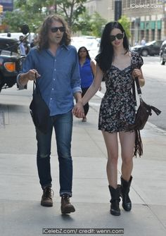Krysten Ritter Holding hands with her mystery boyfriend in NYC http://www.icelebz.com/events/krysten_ritter_holding_hands_with_her_mystery_boyfriend_in_nyc/photo1.html