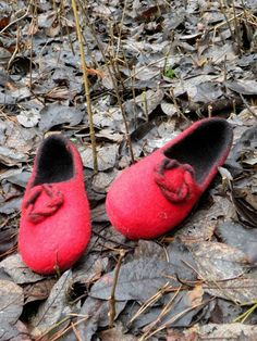 Felted slippers Red and black by Briga on Etsy