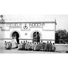 LA ACCION DE ESPAÑA EN MARRUECOS. EDIFICIO DE LA ESCUELA INDIGENA DE MONTE ARREUT(MELILLA) CREADA POR LA OFICINA INDIGENA PARA LA ENSEÑANZA DE EL IDIOMA ESPAÑOL A LOS MOROS. FOTO LAZARO:10/1909 Descarga y compra fotografías históricas en | abcfoto.abc.es
