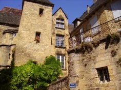 Its medieval old town is the perfect place for a stroll - Situated in the heart of the Black Périgord, Sarlat-la-Canéda is an essential place to visit… La Dordogne, Visit France, Places Of Interest, France Travel, Architecture, Old Town, Old World, Perfect Place, Places To Visit