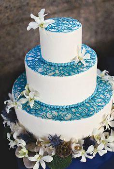 Warna putih dan biru yang memukau ini merupakan karya Caroline