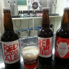 Cerveja Red Bloody Ale, estilo Irish Red Ale, produzida por Cervejaria Maniba, Brasil. 5.5% ABV de álcool.