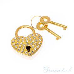 Goldenes Herz Liebesschloss mit Kristallsteinen - http://bramel.ch/accessoires-shop/liebesgeschenk/goldenes-herz-liebesschloss-mit-kristallsteinen/ http://bramel.ch/wp-content/uploads/2014/06/liebes-schloss-love-lock-600x600.jpg