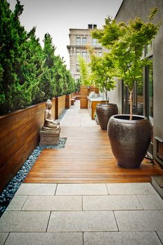 We are inspired by this tranquil decor for a terrace garden. We are inspired by this tranquil decor for a terrace garden. Patio Design, Garden Design, Driveway Design, Roof Design, Fence Design, Garden Ideas To Make, Terrace Garden, Terrace Ideas, Terrace Decor