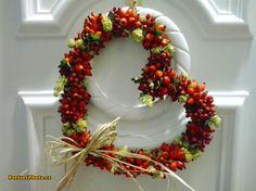 Venček so šípkami, Autor: geokatka Christmas Time, Christmas Wreaths, Merry Christmas, Fall Decor, Autumn Decorations, Holiday Decor, Mabon, Pumpkin Carving, Floral Wreath
