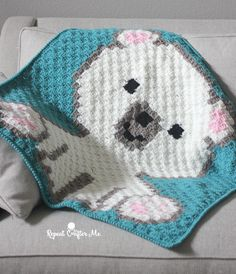 Polar Bear Cub C2C Baby Blanket | FREE pattern from Repeat Crafter Me
