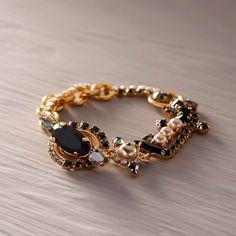 Moja po prostu. Bransoletka z szarymi kryształami - CALEIDOSCOPIO - Kate&Kate Contemporary Classic, Contemporary Design, Beaded Bracelets, Stylish, Gold, Accessories, Jewelry, Fashion, Moda