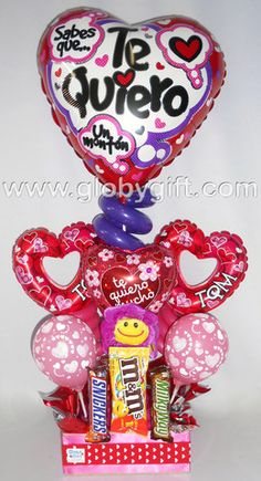 Arreglo con globos de amor y aniversario con peluche y dulces Bouquet Box, Candy Bouquet, Balloon Bouquet, Valentines Balloons, Candy Grams, Chocolate Bouquet, Father's Day Diy, Balloon Decorations, Love Gifts