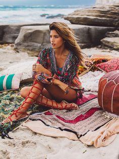 Moda hippie bohemian gypsy bohemia new Ideas Hippie Style, Gypsy Style, Hippie Chic, Boho Gypsy, Bohemian Mode, Bohemian Style, Hippie Bohemian, Bohemian Outfit, Bohemian Necklace