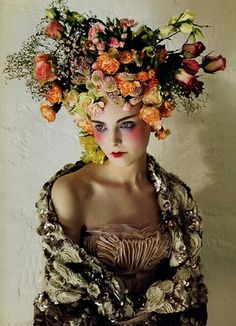 Natural CarisMa.  extreme love of flowers highly editorial  very beautiful!