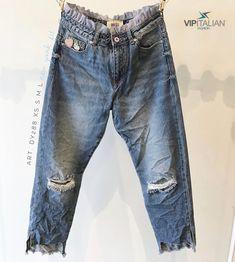 Blue 💙is good and 👖jeans are an eternal classic! This waistline will give you an original twist.    #vipitalianfashion #madeinitaly #modaitaliana #fashion #jeans #clothing Mom Jeans, Skinny Jeans, Italian Fashion, Vip, Classic, Pants, Blue Denim, Shopping, Clothes