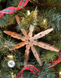 Wooden clothespin snowflake ornament +25 Beautiful Handmade Ornaments - NoBiggie.net