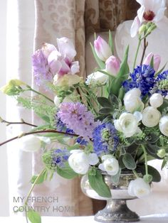Easter/Spring-flowers and reinvention Country Flower Arrangements, Beautiful Flower Arrangements, Floral Arrangements, Flower Table Decorations, Floral Centerpieces, French Flowers, Beautiful Flowers, Wedding Bouquets, Wedding Flowers