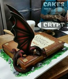 Game of Thrones cake I made today at work. Bolo Game Of Thrones, Game Of Thrones Party, Game Of Thrones Birthday Cake, Camo Wedding Cakes, Fantasy Cake, 21st Birthday Cakes, Dragon Cakes, Cake Games, Fairy Cakes