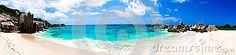 Grande panorama della via per una spiaggia naturale stupefacente, trop