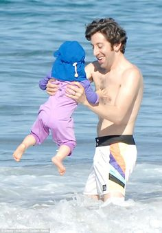 Simon Helberg and daughter :)