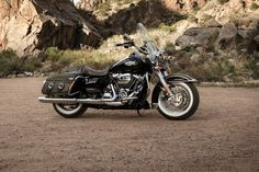 Guarantee yourself the perfect cross country trip with the 2019 Road King Classic. Featuring Milwaukee-Eight V-Twin Engine, whitewalls, spoked wheels, and leather bound saddlebag insert. Harley Davidson Road King, Harley Davidson Images, Harley Davidson Trike, Classic Harley Davidson, Harley Davidson Street Glide, Triumph Motorcycles, Street Motorcycles, Softail Bobber, Sportster Iron