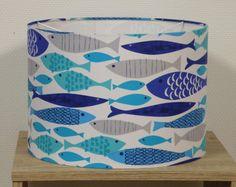 abat-jour pour suspension tissu poissons bleus et gris sur fond blanc : Luminaires par anne-claude-c