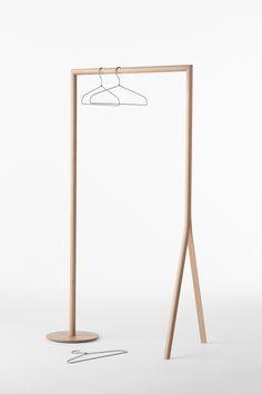 splinter_hanger_rack / 一本の木が裂けたような木製家具