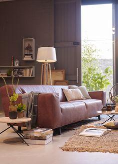 Bankstel Cava vormt het stoere middelpunt van een industrieel gestylede woonkamer // Lederland @ Villa Arena
