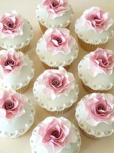 Image about cute in Bridal 💍 by T͙h͙a͙n͙n͙a͙m͙ - Cupcake Pretty Cupcakes, Beautiful Cupcakes, Wedding Cakes With Cupcakes, Fondant Cupcakes, Cupcake Cookies, Bridal Shower Cupcakes, Fancy Cupcakes, Cupcakes Flores, Cupcakes Lindos
