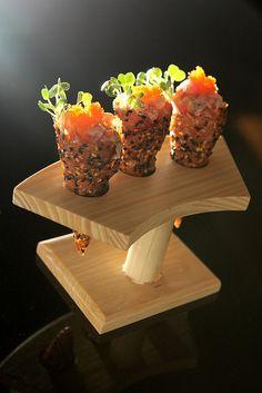 Wolfgang puck tuna tartare cones  Inspirant ce cornet de #tartare!