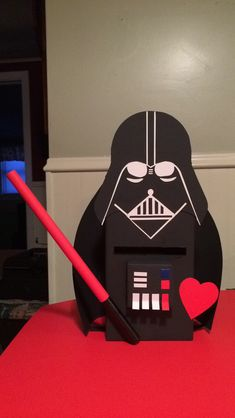 DIY Star Wars Valentine's Day Ideas Star Wars Darth Vadar Valentinstag Box! Star Wars Valentines Day, Valentine Boxes For School, Kinder Valentines, Unicorn Valentine, Valentines For Boys, Valentines Day Party, Valentine Crafts, Boys Valentine Box Ideas, Starwars Valentines