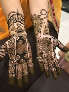 Mehndi is , and always will be original temporary tattoo. There're many easy and simple bridal mehndi designs that you can try on your wedding day. Nowadays , We'have seen that bride tell their love stories in the form of mehndi. Latest Bridal Mehndi Designs, Stylish Mehndi Designs, Mehndi Designs 2018, Mehndi Designs For Beginners, Mehndi Designs For Girls, Mehndi Design Photos, Wedding Mehndi Designs, Palm Mehndi Design, Mehndi Images