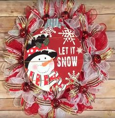 The Best DIY Farmhouse Dollar Store Christmas Hacks Ever! - The Cottage Market - The Best DIY Farmhouse Dollar Store Christmas Hacks Ever! – The Cottage Market Informations About - Homemade Christmas Wreaths, Christmas Mesh Wreaths, Christmas Hacks, Christmas Crafts, Christmas Snowman, Door Wreaths, Christmas Meme, Xmas, Diy Wreath
