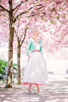 Mit Petticoat und Pastell in den Frühling: Die neuen Brautkleider 2016 von noni @Le Hai Linh http://www.hochzeitswahn.de/inspirationsideen/mit-petticoat-und-pastell-in-den-fruehling-die-neuen-brautkleider-2016-von-noni/ #weddingdress #shooting #noni