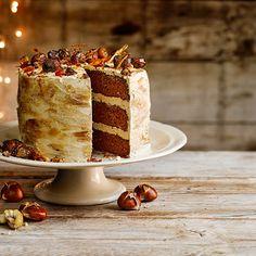 Deze heerlijke herfsttaart metlaagjes kastanje, chocolade enkoffie is een regelrechte favoriet.    1 Verwarm de oven voor op 180 °C.Vet 3 ronde taartvormen (Ø 20 cm)in en bekleed ze met bakpapier.    2 Smelt de...
