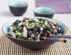 Pâtes de riz noir- champignon - epinards