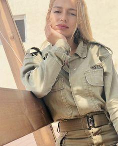 Military Women, Military Jacket, Israeli Female Soldiers, Israeli Girls, Idf Women, Save The World, Brave Women, Poses, Sexy