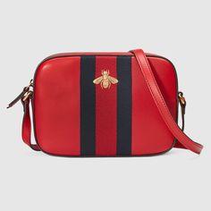 Gucci Leather shoulder bag in Red