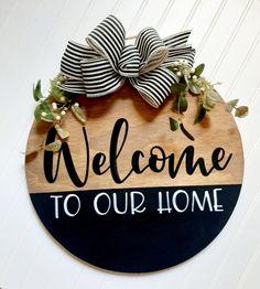 Wooden Door Signs, Diy Wood Signs, Wooden Door Hangers, Wood Signs Home Decor, Welcome Signs Front Door, Front Door Decor, Welcome Wood Sign, Crafts To Sell, Diy Crafts