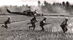 Quick stepping through a rice paddy Military Operations, Russia News, Lest We Forget, Military Service, Korean War, Vietnam War, Cold War, My Heart Is Breaking, All Pictures