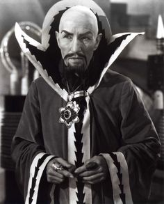 Flash Gordon Charles Middleton as Ming the Merciless Universal Horror fans take note - sets from both Frankenstein and the Bride of Frankenstein are featured. Props from The Mummy, The. Flash Gordon, Christopher Eccleston, Sci Fi Movies, Old Movies, 1940s Movies, Scary Movies, Doctor Who, Bride Of Frankenstein, Sci Fi Fantasy