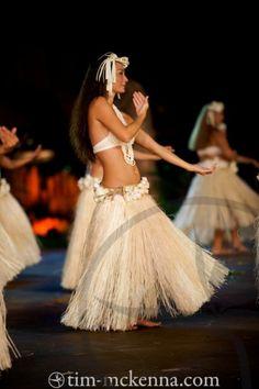 Tahiti fete. Hawaii Costume, Tapas, Islas Cook, Tahitian Costumes, Tahitian Dance, Polynesian Dance, Hula Dancers, Hula Girl, Dance Photography