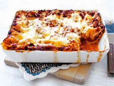 Lasagne Microwave Dinners, Finnish Recipes, My Cookbook, Saturated Fat, Hawaiian Pizza, Eating Well, Food And Drink, Pasta, Baking