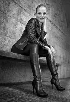 black leather by Raksodesign / Mode Latex, Black Ankle Pants, Leder Boots, Leather Pants, Black Leather, Leder Outfits, Sexy Boots, Wearing Black, Leather Fashion
