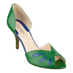 Lovely Nine West green shoes would nicely go with a shift dress