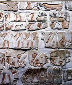 Talatats de Amarna del S.XVIII. Debido a su rápida construcción, se usaron pequeños sillares llamados talatats o talatatos. Pequeños bloques de piedra más fáciles de transportar y colocar.