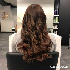 Karina voulait Apporter du changement une nouvelle couleur. Technique du Toffee – Hair. Une tendance coloration qui crée un joli contraste grâce à une racine plus soutenue avec plus de profondeur. Suivie d'un Glossing Miel sur les longueurs qui embellit les cheveux en leur prodiguant une belle brillance & de la lumière. Coiffage, style wavy moderne qui met en valeur le relief de la couleur. #Coiffure #Coiffage #Coloration #LaBiosthetique #Suisse #Geneve #Geneva Relief, Toffee, Hair Extensions, Hair Cuts, Hair Color, Long Hair Styles, Beauty, Honey, Hair Products